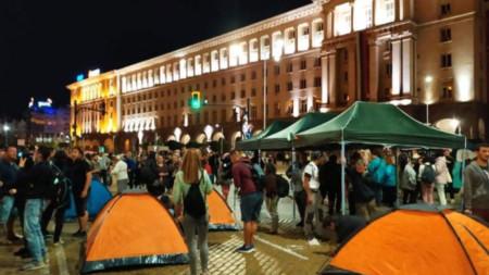 Изграждане на нов палатков лагер на бул.