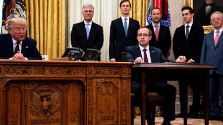Албанският премиер Абдулах Хоти (вдясно) в Белия дом с президента Тръмп