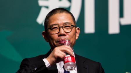 """Собственикът на """"Нунфу спринг"""" Чжун Шаншан, сниман през 2013 г. Състоянието му се оценява на $60,5 млрд."""