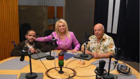 """Иван Църев, Анелия Торошанова и Захари Генов (отляво надясно) в студиото на програма """"Христо Ботев"""""""
