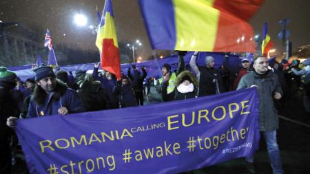 Протест в Букурещ срещу указ на правителството, който застрашава независимостта на съдебната власт.