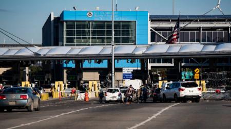 Трафикът между САЩ и Мексико намаля след частичната забрана за пътувания.