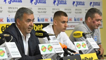 Георги Аврамчев (вляво), Йосиф Миладинов и селекционерът Кристиян Минковски.