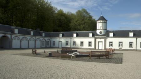 Европейския колеж за литературни преводачи в Сенеф, Белгия.