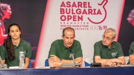 Цветозар Христов (в средата) ще ръководи двубои от олимпийския турнир в Токио.