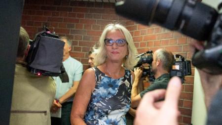 Една от двете глобени лекарки - Бетина Габер, на влизане в съд в Берлин.