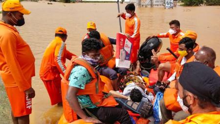 Спасителна операция в Махаращра, Индия, 26 юли 2021 г.