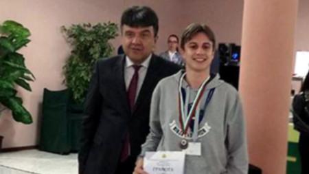 Илиян Йорданов (вдясно)