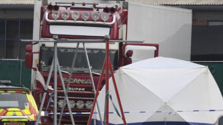 Камионът, в който бяха открити телата на 39 мигранти