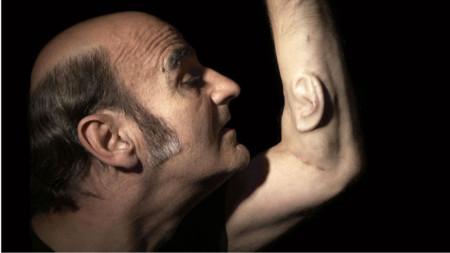 Stelarc признава, че за малко щял да изгуби ръката си с имплантираното ухо