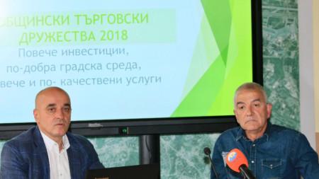 Председателят на Комисията по икономика и собственост Николай Стойнев (вляво) и д-р Веселин Милев - председател на Комисията по здравеопазване