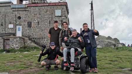 Параколоездачът Влади Гюров успя да изкачи самостоятелно Черни връх