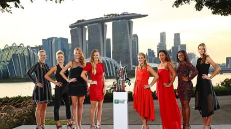 Двете групи и трофея, за който ще се борят тенисистките.