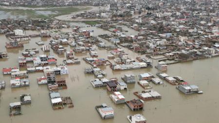 Кадър от въздуха, показващ последиците от изключително силните проливни дъждове от  март в Иран.
