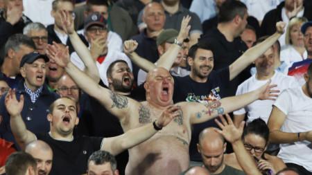 """Английски фенове на национален стадион """"Васил Левски"""", където се игра Европейска квалификация между България и Англия."""