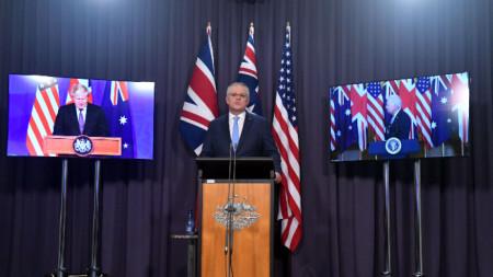 Австралийският премиер Скот Морисън обявява новия пакт за сигурност по време на видеоконферентна връзка с британския си колега Борис Джонсън и президента на САЩ Джо Байдън