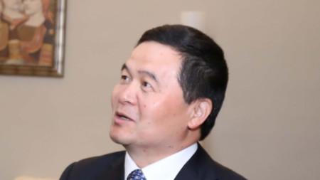 Посланикът на Китай Дун Сяодзюн