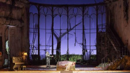 """Сцена от операта """"Сън в лятна нощ"""", постановка на Виенската държавна опера"""