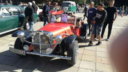 Кюстендил е домакин на втория за ретропарад на автомобили