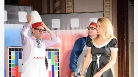 """Забавни моменти от шоуто """"Аламинут"""" на театрална сцена. Снимка: архив на Робин Кафалиев"""