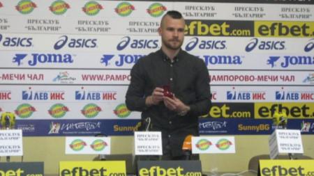 Радослав Кирилов с наградата.