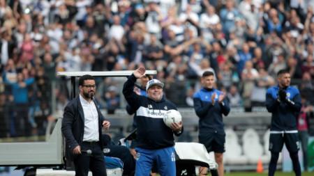 Диего Марадона при представянето си в Ла Плата.