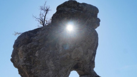 Скалното светилище край с. Стоманци