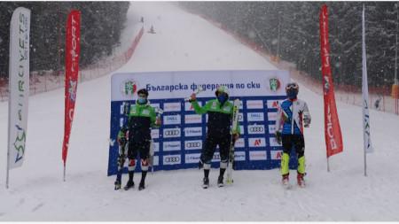 Калин Златков (в средата) победи и днес.