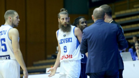 Гардът на Левски Лукойл - Чавдар Костов, игра само 14 минути срещу Цмоки (Минск) и напусна заради травма