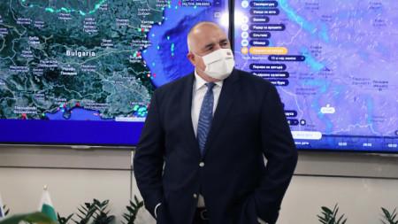 Премиерът в Националния координационен център в МОСВ за контрол върху незаконния внос на отпадъци, наблюдение на язовирите и въздуха.