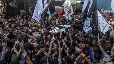 Погребението на убития палестински екстремист в Газа.