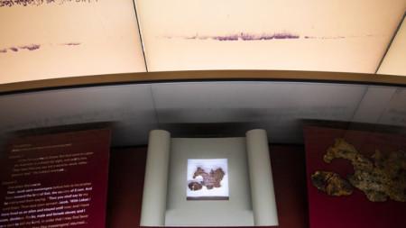 Фрагмент от свитък от Мъртво море, изложен в Музея на Библията във Вашингтон, който се оказа, че е фалшив.