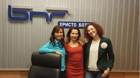 """Марина Стефанова, Ива Дойчинова и Иванка Шалапатова (отляво надясно) в студиото на """"Нашият ден"""""""