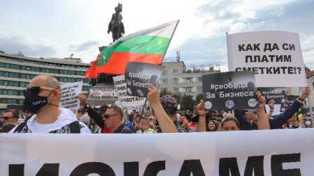 Голям протест на ресторантьорите, подкрепен и от други браншове, срещу ограничителните мерки се проведе на 8 септември.