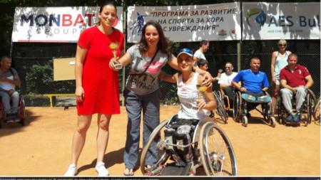 Зоя Чавдарова по време на награждаването.