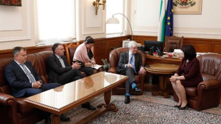 Александър Велев, Ноел Къран, Тони Хол и Цвета Караянчева на срещата в парламента.