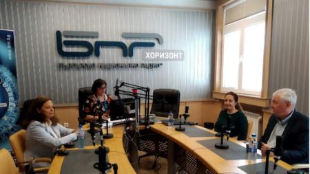 Д-р Таня Андреева, Христина Николова и д-р Иван Кокалов в студиото на