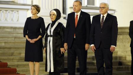Турският президент Реджеп Ердоган, германският президент Франк-Валтер Щайнмайер и съпругите им.