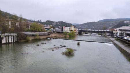 Нивата на реките и язовирите са под постоянно наблюдение.
