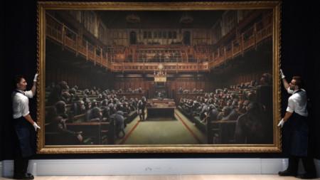 Продадената картина е с размери 2,67 метра на 4,46 метра.