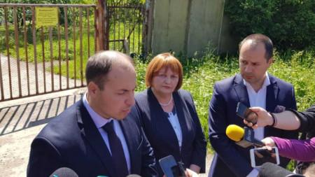Станислав Попов, собственик на ТЕЦ-а (вляво), Малина Николова, областен управител на Враца (в средата), Калин Каменов, кмет на Враца (вдясно)