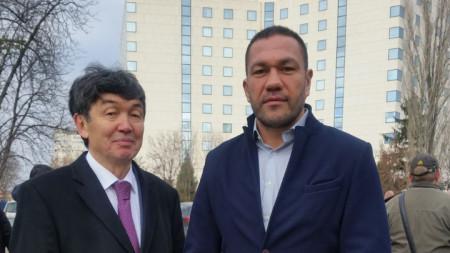 Посланикът на Казахстан Темиртай Избастин и боксьорът Кубрат Пулев на откриването на улица
