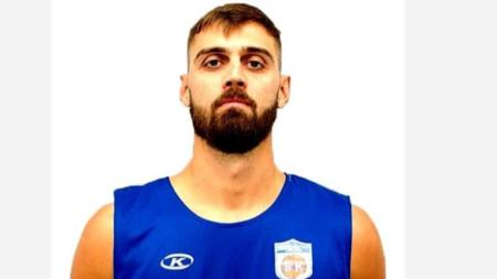 Тони Гуджино ще играе за трети отбор в България.