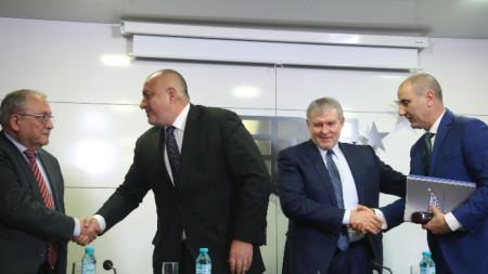 Ръководството на ГЕРБ се среща с представители и на СДС. На снимката: Владимир Кисьов, Бойко Борисов, Румен Христов, Цветан Цветанов
