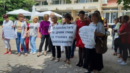 Националния омбудсман Мая Манолова подкрепи протеста на медицинските сестри в Стара Загора
