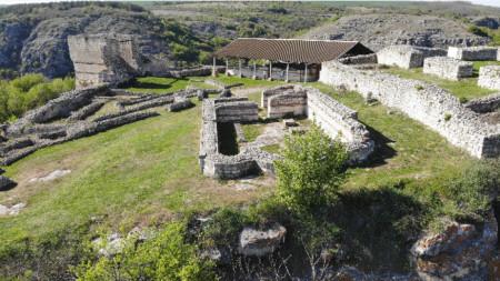 Крепостта Червен