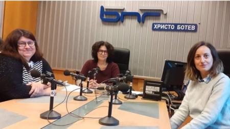 Силвия Маринова, Михайлина Павлова и Николета Габровска в студиото на