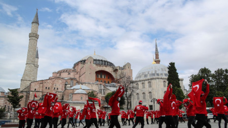 Годишнината от опита за преврат беше отбелязана в Истанбул и в други турски градове