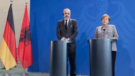 Aлбанския премиер Еди Рама и немския канцлер Ангела Меркел в Берлин