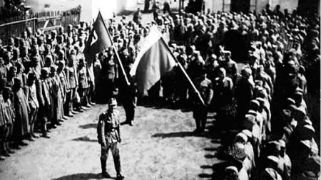 Бугари – заробљеници у дворишту логора у Темишвару пре њиховог отпутовања у Бугарску